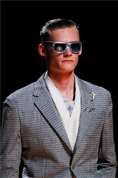 Louis Vuitton catwalk backstage ss13 men paris_10
